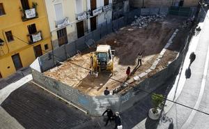 Una nueva plaza eliminará un solar entre Les Corts y la iglesia del Salvador