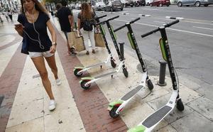Los patinetes de alquiler esquivan la regulación y circularán por la Marina