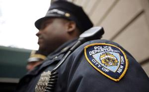 Se hace pasar por agente de la DEA, de la policía de Nueva York y por miembro de la NASA para evitar una multa