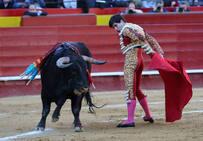 Fotos de la corrida de la Feria de Fallas del miércoles 13 de marzo de 2019: Pablo Aguado corta una oreja