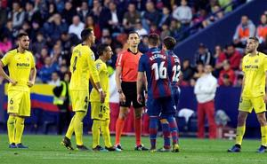 Los árbitros dudan de las líneas de fuera de juego del VAR tras anular un gol al Levante