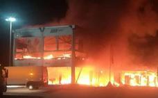 Un incendio en el Circuito de Jerez deja en el aire el Mundial de MotoE