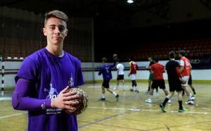 Ramiro, el joven manco que renunció al Boca Juniors para jugar en Mislata