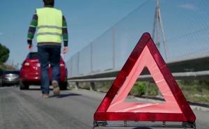 DGT: Los conductores tendrán que cambiar los triángulos de avería por nuevas señales luminosas