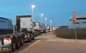 Los transportistas cargan contra el Consell por su innación ante los colapsos del Parque Logístico de Ribarroja