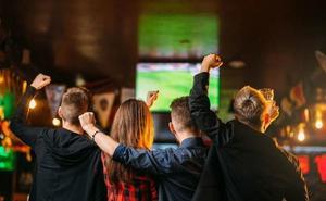 Un grupo especial de la Policía peina los bares españoles en busca de fútbol 'pirata'