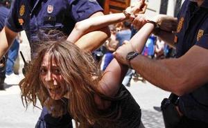 La madre de Godella fue detenida por enfrentarse a la policía el 15M