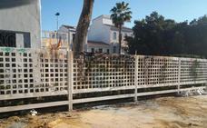 Detenidos tres jóvenes por causar un fuego en un chalet de Benetússer donde hay un árbol centenario