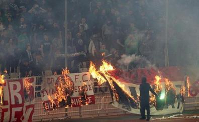 La violencia suspende el derbi Panathinaikos-Olympiacos
