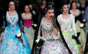 Ofrenda de las Fallas 2019: Lágrimas y besos a la Virgen