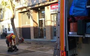 Un cohete entra por el balcón y provoca un incendio en una vivienda