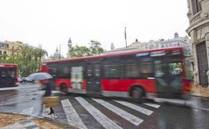 Un conductor de la EMT apresa a un carterista tras encerrarlo en el autobús en Valencia