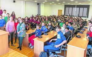 Los jóvenes presentan sus propuestas y sugerencias en una sesión plenaria