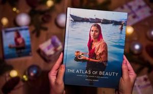 Una fallera de Valencia se cuela en el 'Atlas de la Belleza'