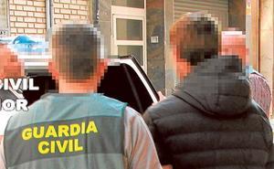 Un joven, arrestado por acosar sexualmente a 13 chicas a través del móvil en Alcàsser