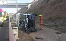 Dos heridos al volcar una ambulancia en la pista de Ademuz