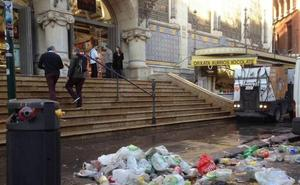 La basura aumenta en las Fallas pese a caer la cremà en martes