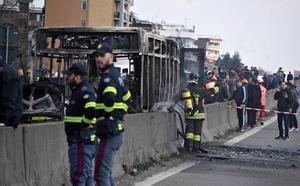 El valor de un estudiante evita una matanza en un autobús escolar en Italia