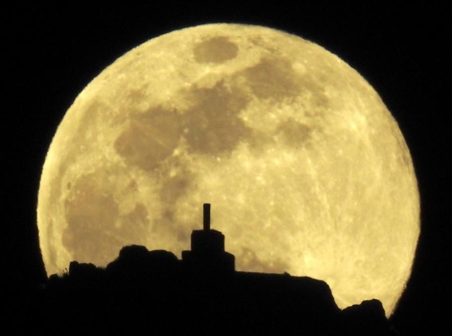 Así se ha visto la última superluna de 2019, la luna llena del gusano