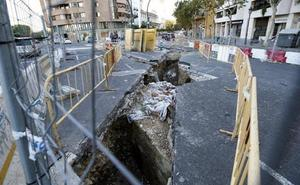 Retoman las obras para acabar una gran tubería de agua potable junto al puente del Real