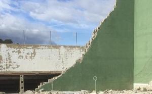 Un informe ve errores en la obra del frontón de Manuel y niega que cayera por el viento
