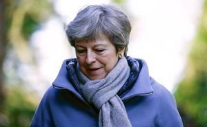 Golpes de papel contra May ante la gran decisión