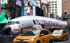 Un avión 'aterriza' por sorpresa en Times Square