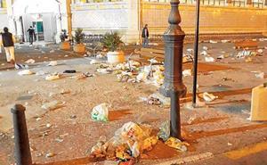 Las fallas culpan al Ayuntamiento de Valencia de la escasa limpieza y la falta de urinarios