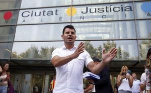 El juicio de paternidad del supuesto hijo valenciano de Julio Iglesias se celebra a puerta cerrada