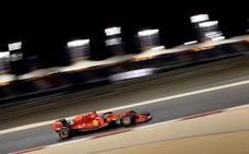 Vettel y Leclerc tensan la cuerda en Baréin