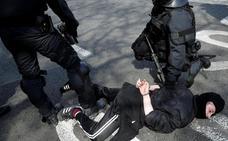 Prisión a una detenida por agredir a un mosso en el acto de Vox en Barcelona