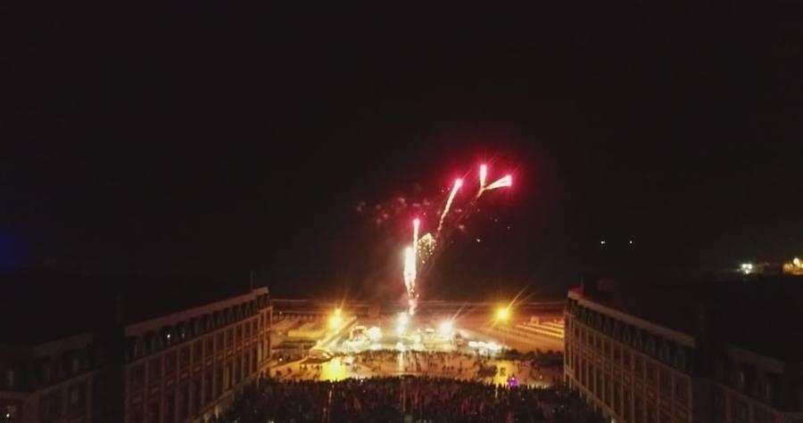 Mar del Plata celebra la cremà de su falla valenciana