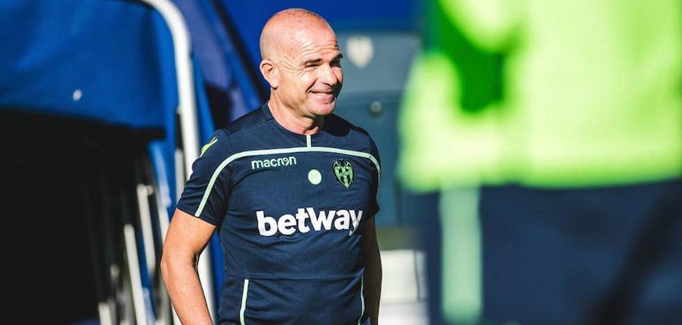 Paco López: «Mucha gente me para por la calle para agradecer el juego del equipo»