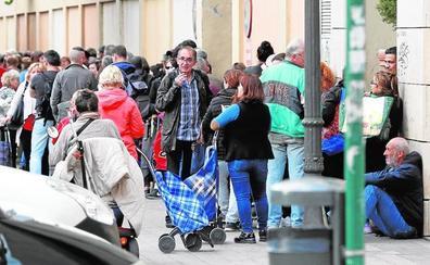 La interminable cola del hambre en Valencia