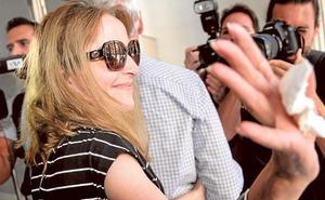 EE UU deniega la entrada a la valenciana María José Carrascosa, que regresa con su hija a Londres