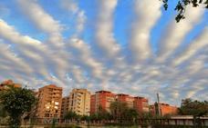 Las curiosas nubes que han decorado el cielo de Valencia en el amanecer de hoy