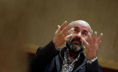 Davide Livermore, amonestado por el Consell por incumplir con Transparencia