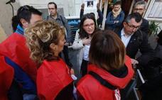 Los trabajadores de Egevasa piden explicaciones a Oltra en plena calle