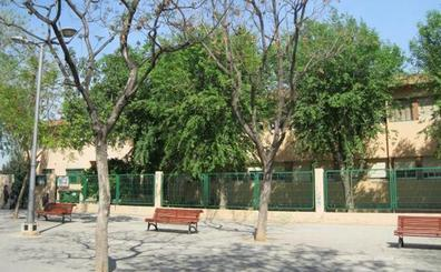 Aena insonorizará los colegios Rei en Jaume de Xirivella y Antonio Machado de Elche por el ruido constante de los aviones