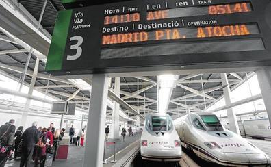 Renfe promete un AVE 'low cost' en un año para adelantar al de Air Nostrum