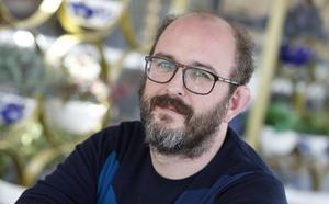 Borja Cobeaga, cineasta: «El 'procés' merece una serie. La mezquindad se presta al humor»
