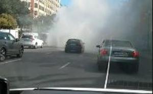 Arde un coche en plena hora punta en la Gran Vía Germanías de Valencia