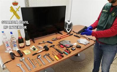 Detenido un ladrón por 13 robos en polideportivos y colegios de la Safor