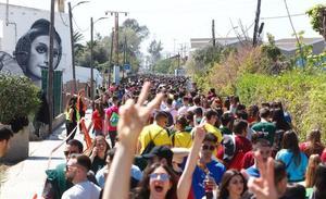 Ribó claudica y miles de jóvenes llenan La Punta en unas paellas universitarias no autorizadas