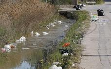 Tras el paso de las paellas universitarias de Valencia: la suciedad se adueña de La Punta