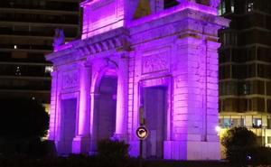 La Cruz Cubierta se suma a 58 monumentos que se iluminan por la noche en Valencia