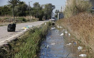 Tras las paellas universitarias... basura en La Punta
