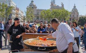 El Tastarròs llega a la plaza del Ayuntamiento