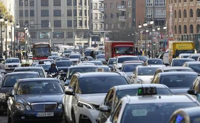 Los conductores valencianos pierden al año casi seis días en atascos en la ciudad