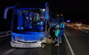 Tres heridos al chocar un coche contra un autobús en Tavernes